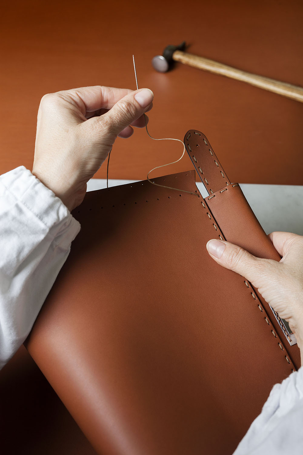 06_Peekaboo_90_Years_making_of_leather_stitching.jpg