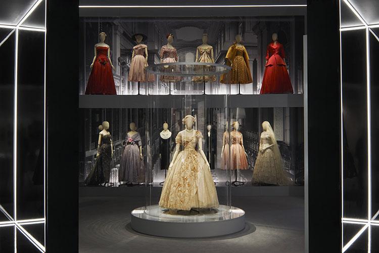 最昂貴Dior展降臨倫敦!VA《Christian_Dior:夢之設計師》帶你一窺迪奧先生_的英國夢_FB.jpg