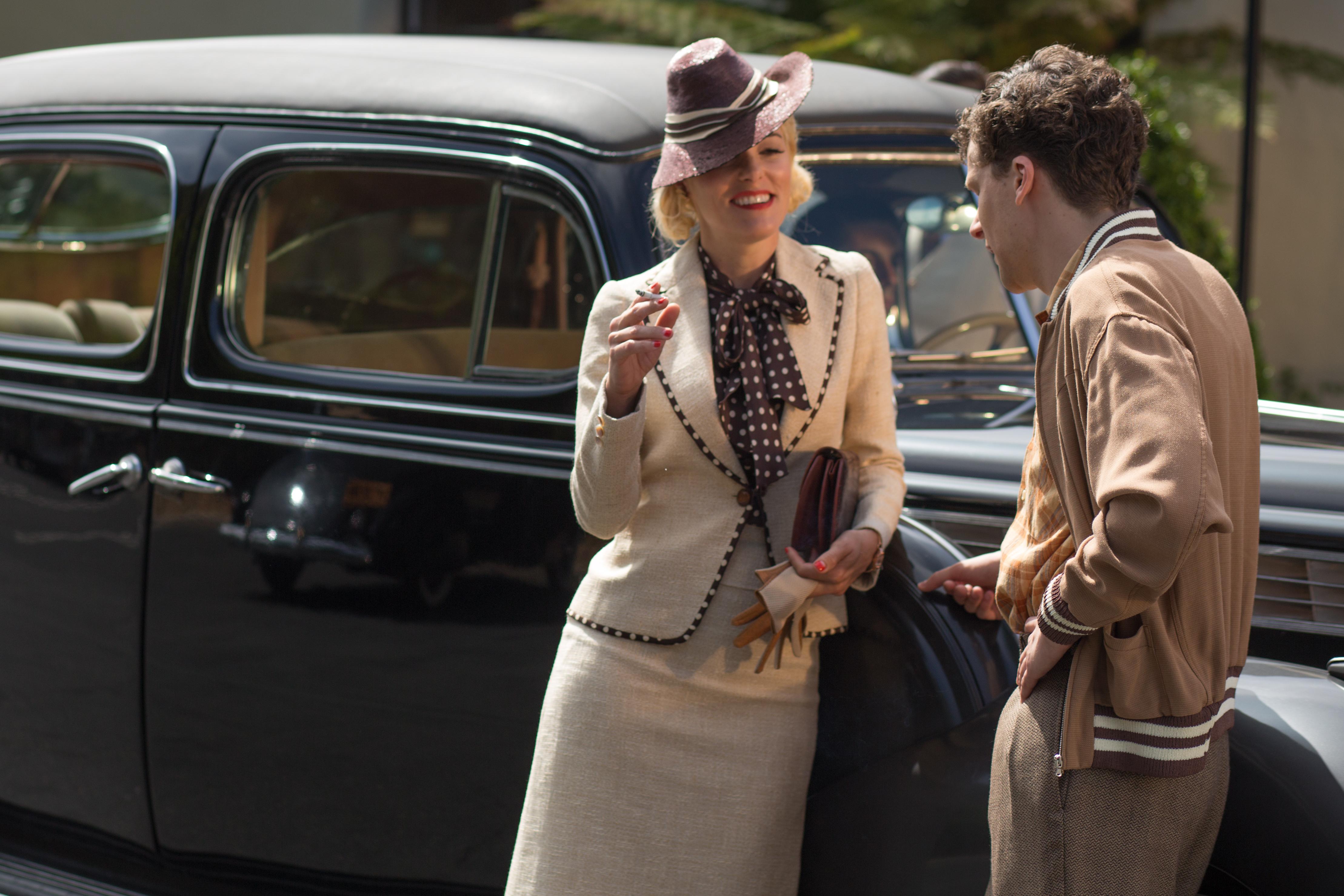 Chanel、Schiaparelli聯手加持《咖啡‧愛情》_戲服設計師Suzy_Benzinger重現1930年代Café_Society絕美風華12.jpg