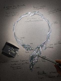 「冬葉項鍊」手稿,收藏於Black label Masterpiece大師系列,富有大自然的唯美氣息。(圖/CINDY CHAO The Art Jewel)