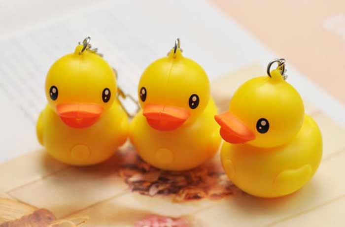 黃色小鴨LED發聲手電筒鑰匙圈2