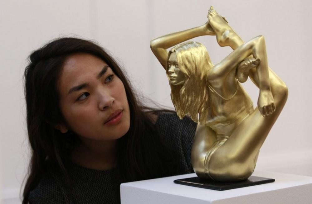 174416-contorted-kate-moss-gold-sculpture-auctioned-at-900000
