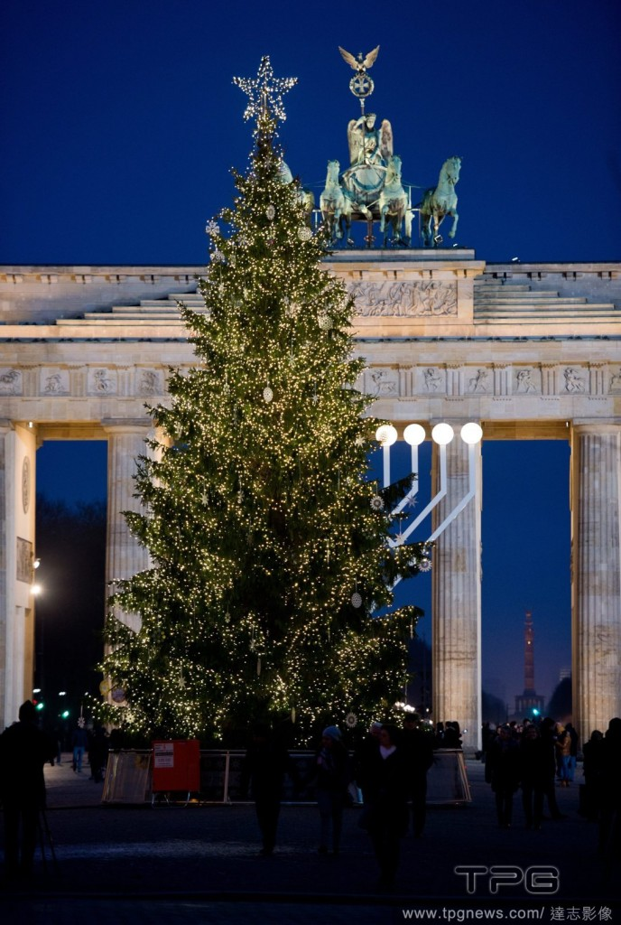 Christmas tree in front of Brandenburg Gate in Berlin